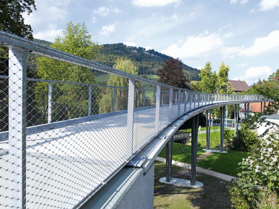In Albstadt-Lautlingen entstand eine der ersten glasfaser- und carbonbewehrten Brücken. Abb.: Solidian