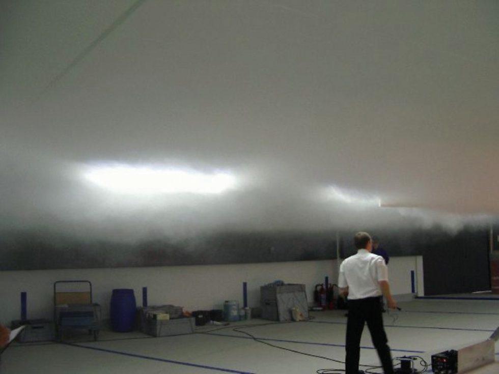 Stabile raucharme Schicht bei einer Brandrauchsimulation. Bild: FVLR