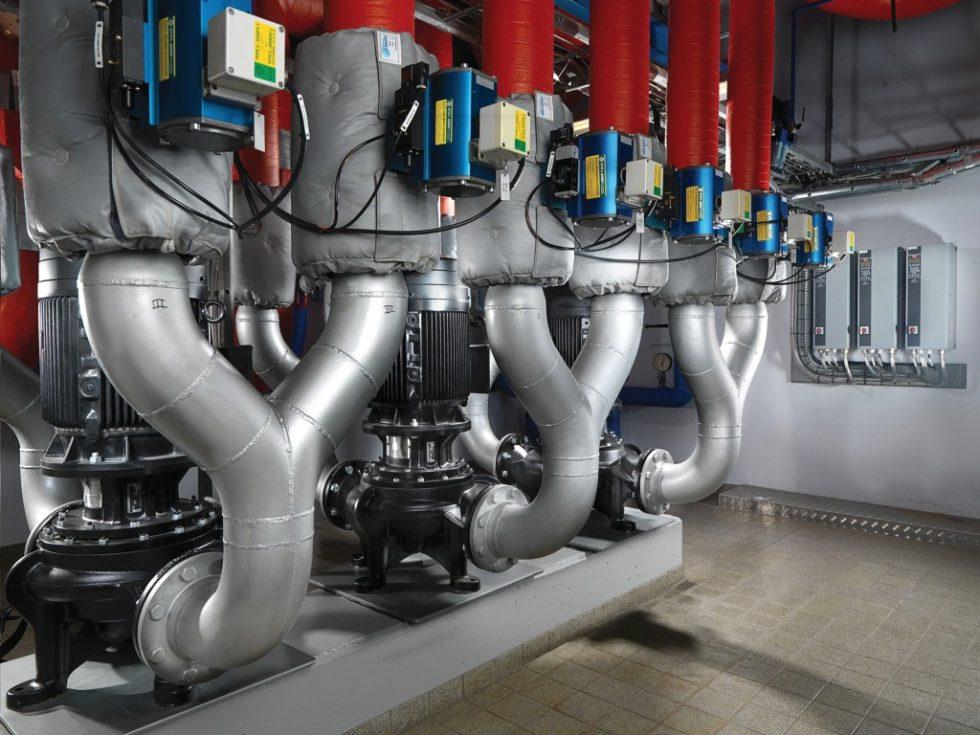 Trockenläufer-Inline-Pumpen kommen in der Heiz- und Klimatechnik bei großen Leistungsanforderungen zum Einsatz. Bild: Grundfos