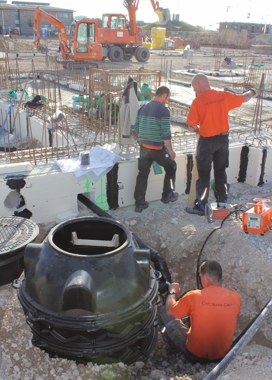Hybrid-Hebeanlagen können in einem entsprechenden Schacht auch außerhalb des Gebäudes installiert werden. Bild: Kessel AG