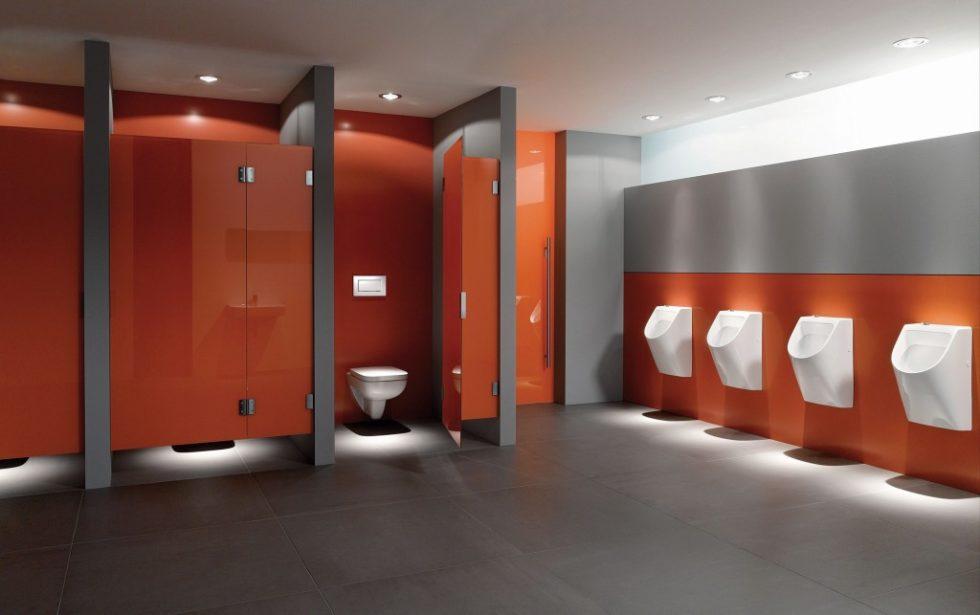Eine Frage des Modells: Waschtische, WCs und Urinale können auch im turbulenten Schulalltag überzeugen. Bild: Geberit