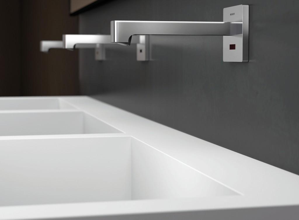 Das elektronische Armaturensystem lässt sich fest in den speziell dafür entwickelten Installationselementen verankern. Die Steuerung der Armaturen befindet sich in einer Funktionsbox, die in die Vorwand eingebaut wird. Bild: Geberit