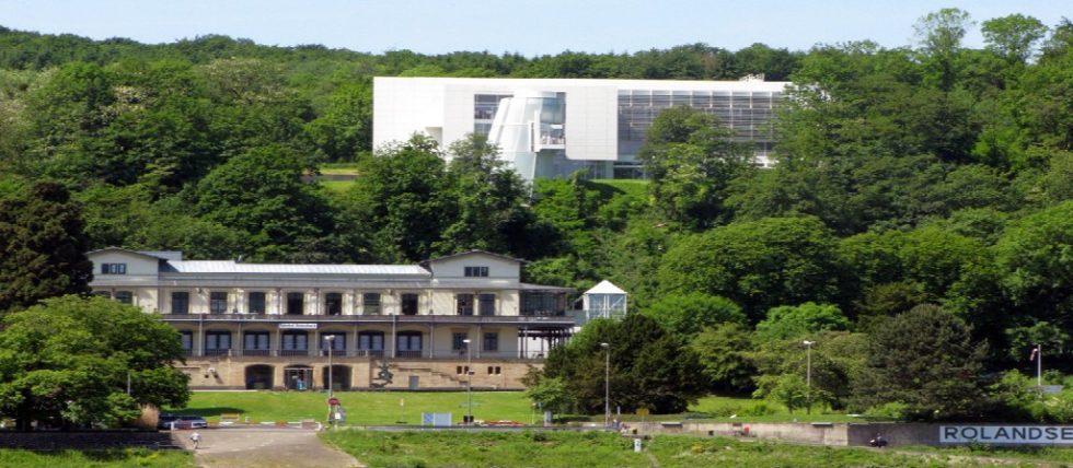 Ansicht ARP-Museum Rolandseck (oben Neubau mit im Juli 2014 auf das Bauersystem umgestellter Klimatechnik). Bild: Masuch