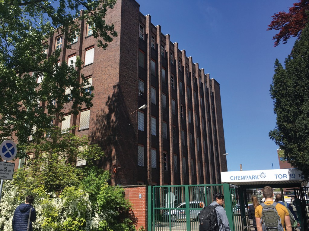 Foto des Verwaltungsgebäudes Bild: Bayer AG