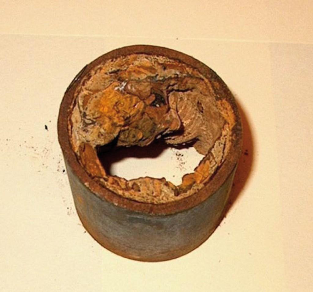 Rohr mit Korrosionspusteln. Bild: Schweitzer-Chemie GmbH