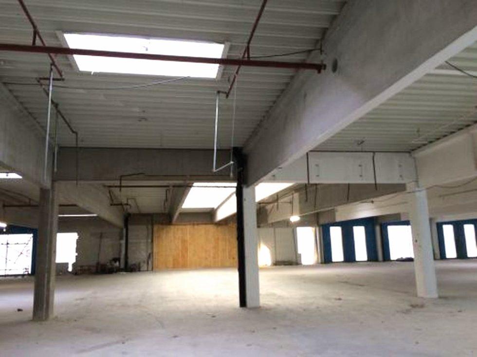 Das leer stehende Obergeschoss des Gewerbegebäudes mit circa 3300 m² Grundfläche sollte wieder aktiviert und der Bau aus den 80ern gleichzeitig energetisch saniert werden. Bild: Bauer Schlosser Wiesner Planungsgesellschaft mbH