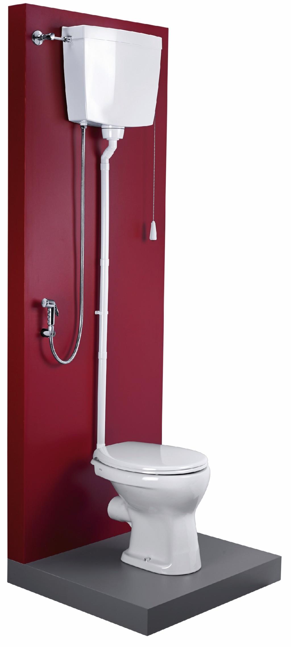 Musterinstallation einer fachgerecht abgesicherten Hygienedusche an einen hochhängenden Spülkasten. Bild: Schell, Olpe