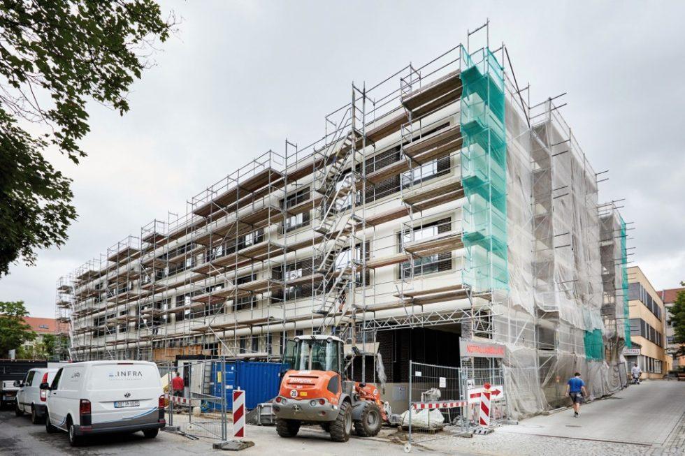 """Im April 2018 wurde im St.Joseph-Stift in Dresden der """"Teilersatzbau Geriatrie – Westflügel"""" in Betrieb genommen. Er beherbergt unter anderem eine Akutgeriatrie sowie eine moderne klinikübergreifende Zentralambulanz. Bild: Deutsche Rockwool GmbH & Co. KG"""