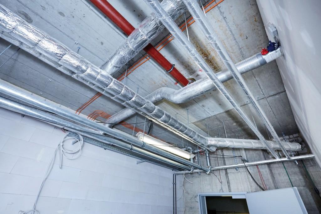 """Die """"Conlit"""" Systemlösung wurde speziell für die Bekleidung von Sprinkler- und Feuerlöschleitungen entwickelt. Die vorkonfektionierten Dämmkomponenten passen sich den Geometrien der gängigsten Rohrdimensionen an. Bild: Deutsche Rockwool GmbH & Co. KG"""