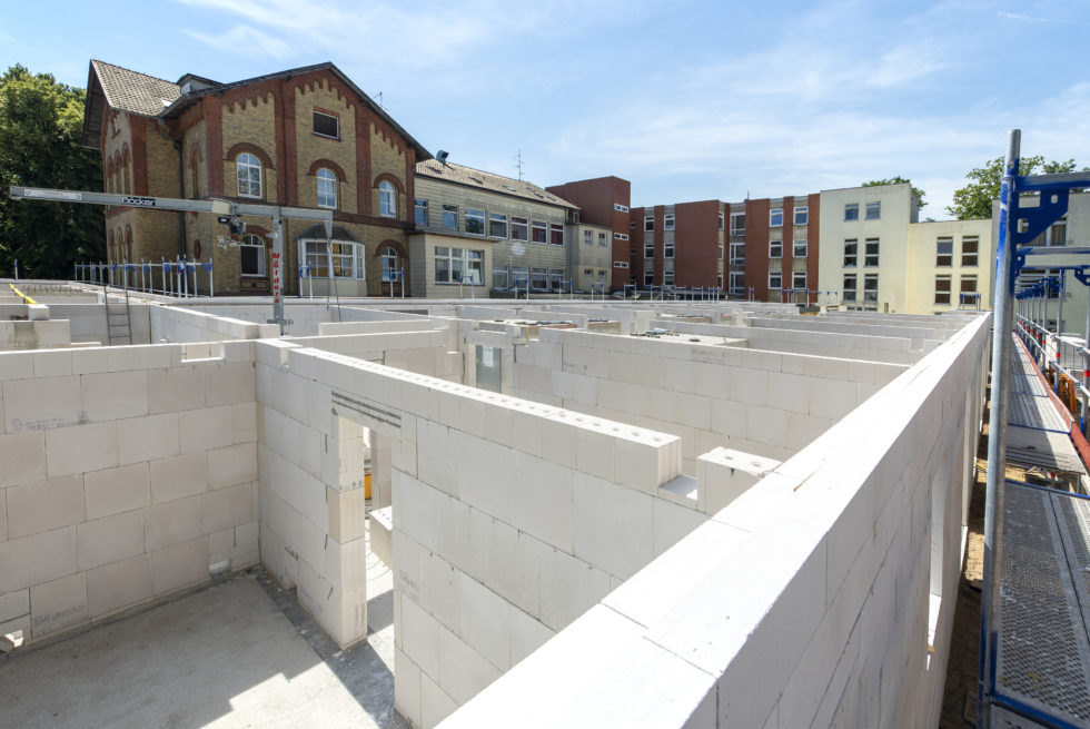 Für den Bau kam die Kombination aus Porenbeton für die Außenwand und Kalksandstein für die Innenwände zum Einsatz. Foto: H+H Deutschland GmbH