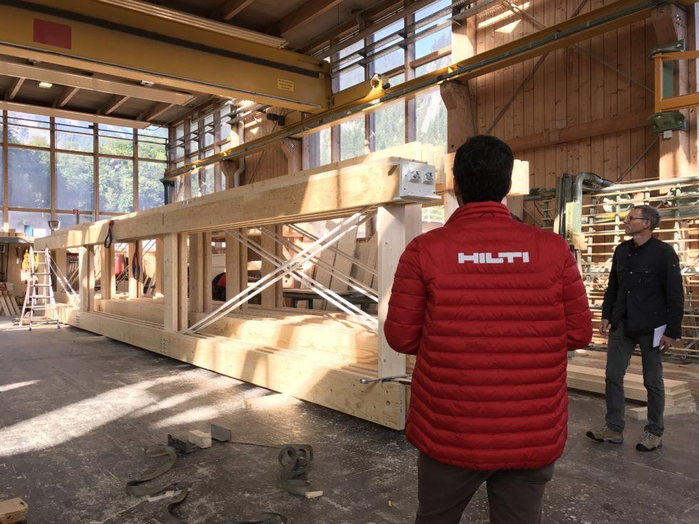 Die Nachfrage nach Holzbauten steigt, doch die Befestigung der Bauteile muss dauerhaft und sich sein. Abb.: Hilti Deutschland AG
