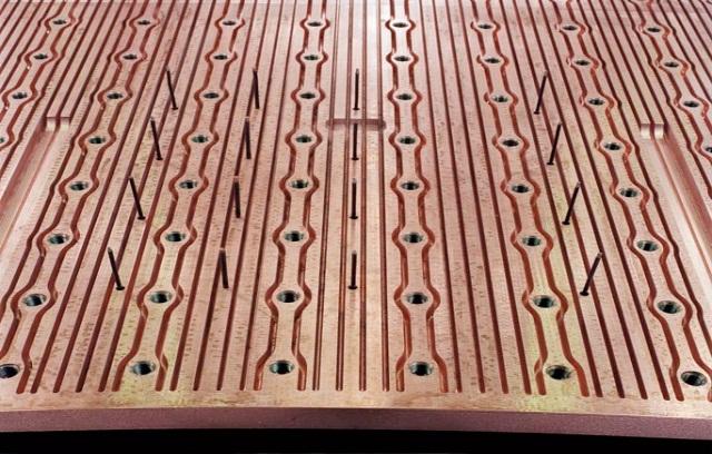 Bild 9: Kupferplatte mit Spezial-Kühldesign. (Bild: SMS Siemag)