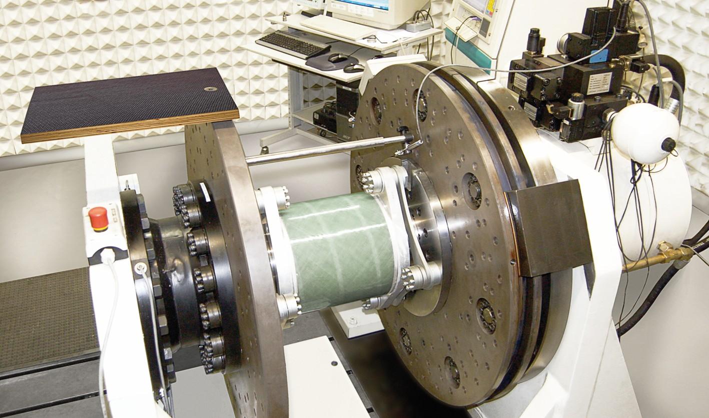 Bild 5 Bauteilfestigkeitsprüfung einer Radex-N 220 für 3-MW-Anlage im servohydraulischen Schwenkprüfstand. Bild: KTR