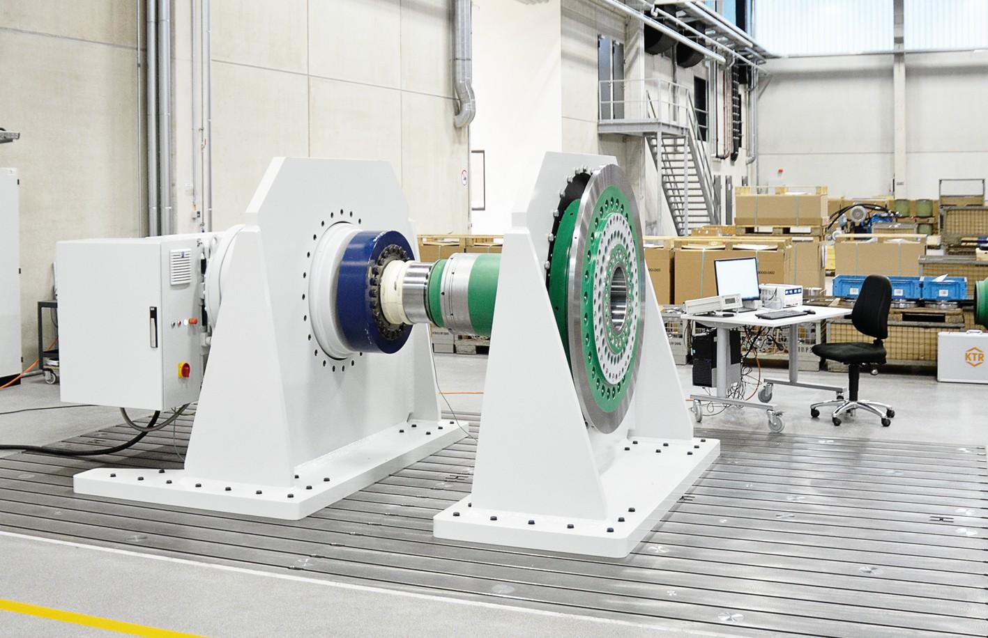 Bild 7 Auf dem neuen Prüfstand können Großkupplungen mit einem Leistungsumfang bis 500000Nm erprobt werden. Auf dem Prüfstand lassen sich mechanische Kupplungskennwerte ermitteln sowie Festigkeits- und Lebensdauerprüfungen durchführen. Prüfling der aktuellen Versuchsreihe ist ein Drehmomentbegrenzer für den Einsatz in einer 8-MW-Offshore-Windenergieanlage. Bild: KTR