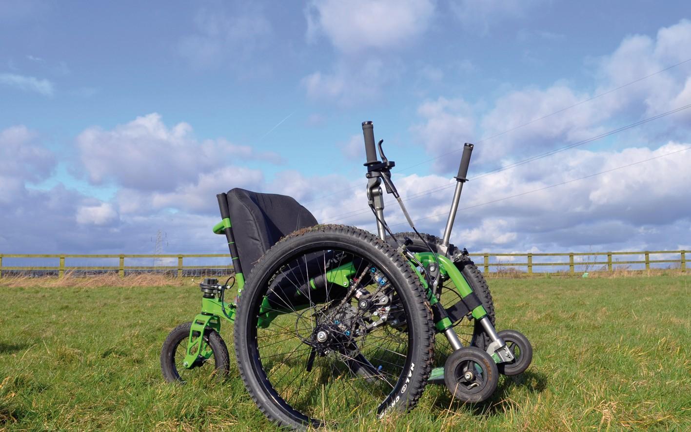 Bild 2: Das Mountain Trike ist wahrscheinlich der einzige mechanische Rollstuhl auf dem Markt, der speziell für den Geländeeinsatz konzipiert und zugleich alltagstauglich ist. (Bild: Stieber)