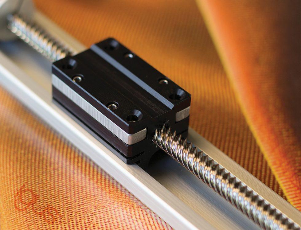 """Bild 1 Eine Alternative zuKugelgewinde- und Zahnriementrieben: """"dryspin""""-Steilgewindetriebe aus dem igus-Konstruktionsbaukasten. Bild: igus"""