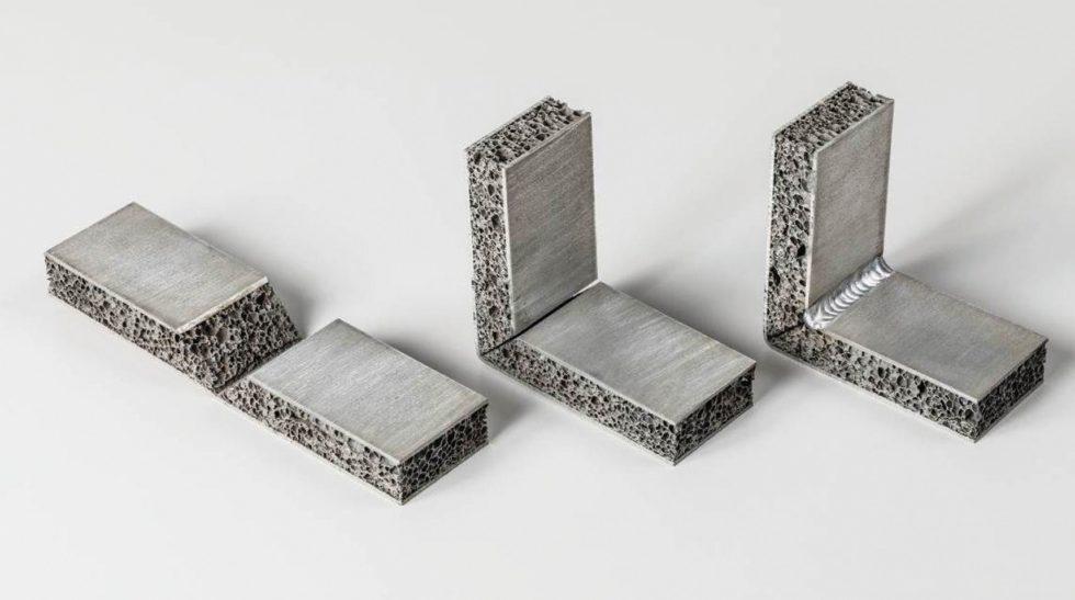 Bild 1: Dreistufiger Bearbeitungsprozess der Fräskanttechnik bei Aluminiumschaum-Sandwich (von links nach rechts: Fräsen – Umformen – Fügen, zum Beispiel durch Schweißnaht). Bild: Universität Stuttgart