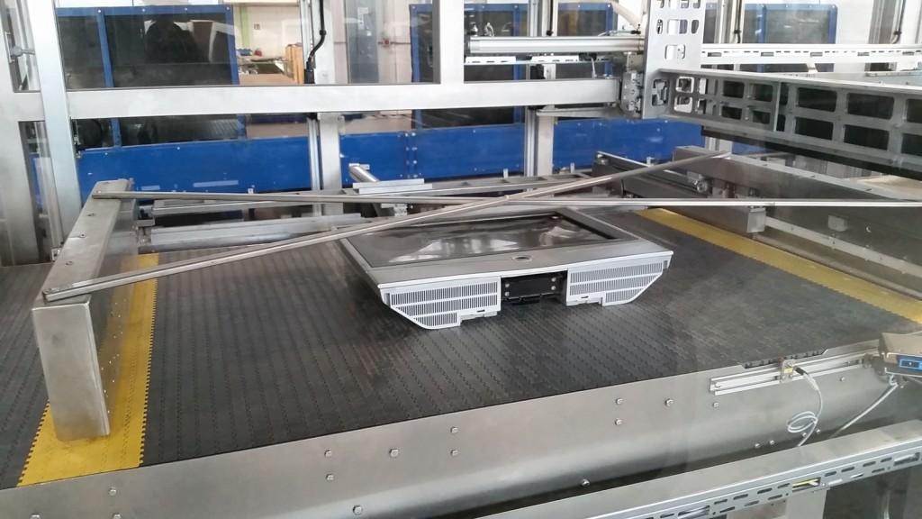 Der entfrachtete LCD-Bildschirm wird ausgefördert und kann der Wiederverwertung zugeführt werden, um wertvolle Rohstoffe zurückzugewinnen. Bild: Erdwich Zerkleinerungs-Systeme GmbH