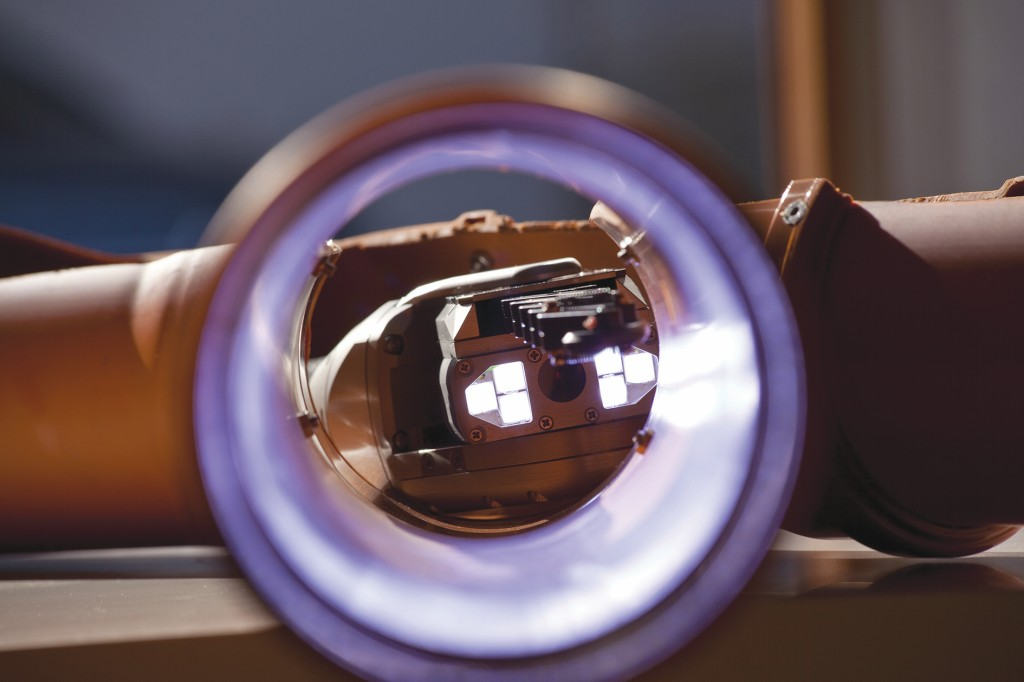 Durch ein Abflussrohr geht der Blick auf das Kamerasystem der Lindauer Schere.Bild: JT-elektronik