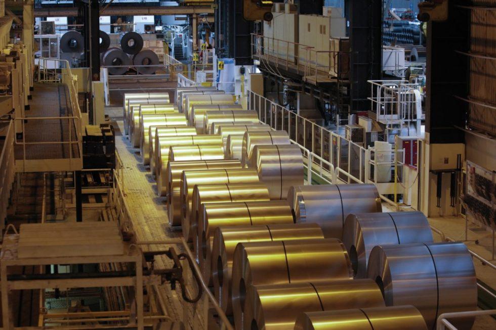 Bild 1. Die global aufgestellte Unter‧nehmensgruppe Constellium produziert hart- und weichlegierte Aluminiumwalzprodukte–hier ist die Fertigung im Werk in Neuf-Brisach/F zu sehen. Bild:Constellium
