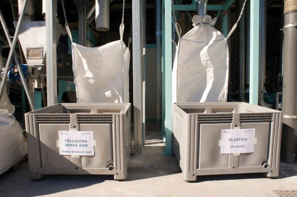 Behälter für separierten Zellstoff und abgetrenntes Plastik in Treviso. Bild: Procter & Gamble