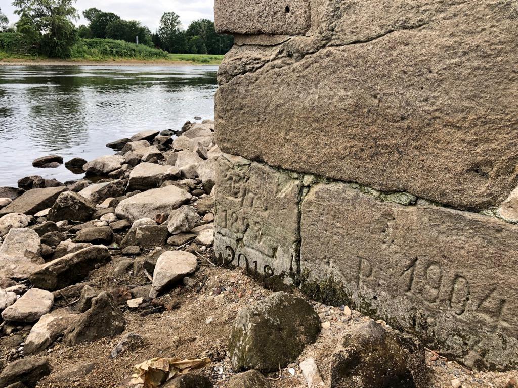 Wie bereits 2018 unterschritt im Juli 2019 der Wasserstand der Elbe historische Niedrigwassermarken an der Freitreppe von Schloss Pillnitz bei Dresden. Foto: Karin Bernhardt, LfULG Sachsen