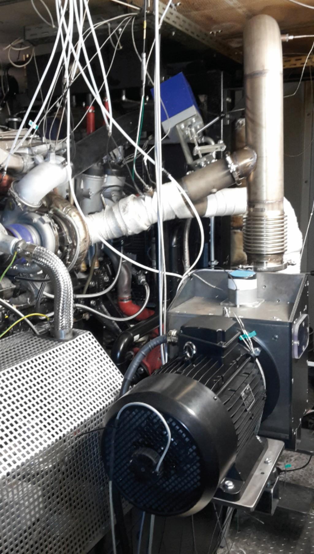 Bild 3 Turbinen-Generator-Einheit am BHKW-Prüfstand. Bild: OTH Amberg-Weiden