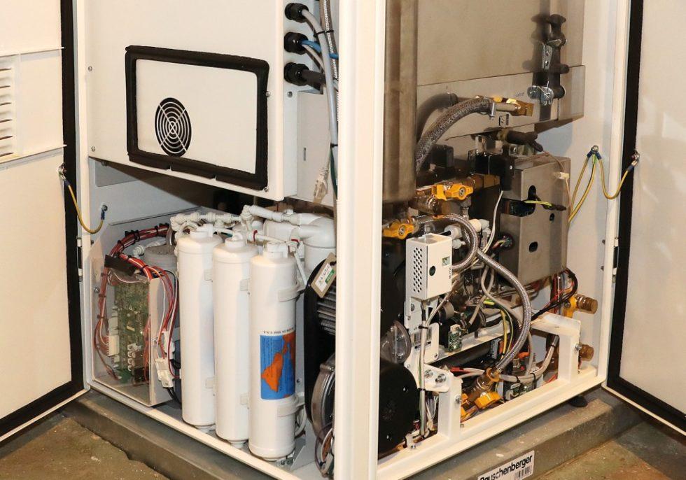 Die Brennstoffzelle ist kompakt und wurde in die bestehende ‧Heizungsanlage integriert. Sie liefert ‧neben 5000kWh Wärme auch rund 13000kWh Strom und deckt damit die elektronische Grundlast der ‧IT-Abteilung des Instituts ab. Bild: Andreas Steindl