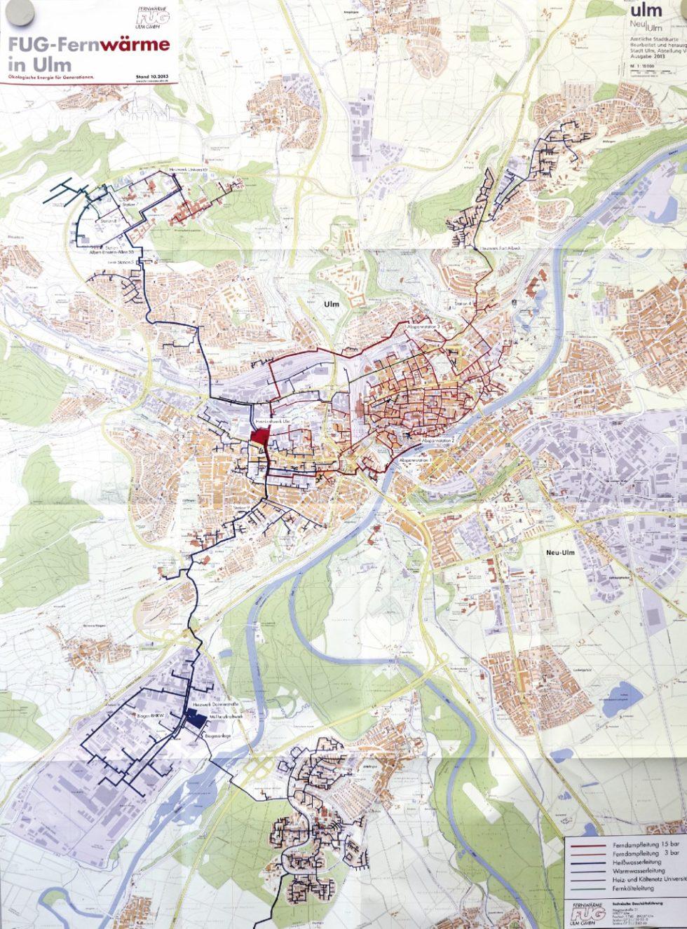 Das Fernwärmenetz der Stadt Ulm, stets im Blick im Büro der FUG. Bild: FUG Fernwärme