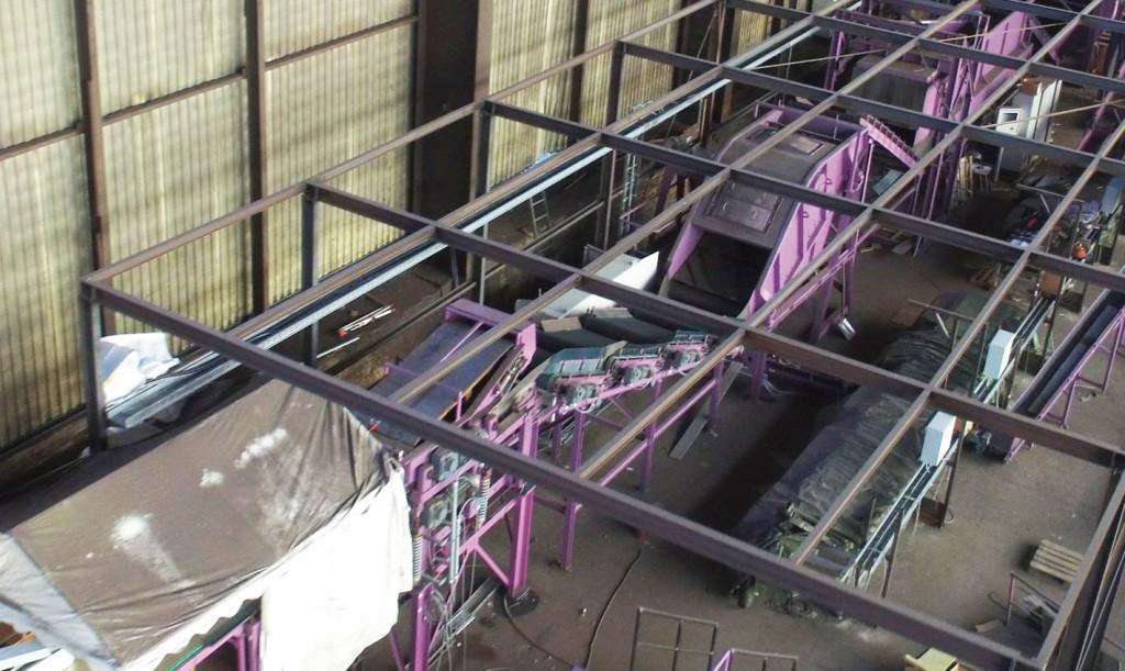 In der S.A.A.L.T.-Anlage werden die kleinen Aluminiumstücke mit Lasertechnik sortiert. Bild: Pyral AG
