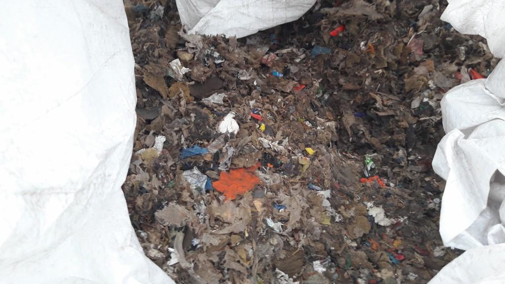 oder leichte Shredder-Rückstände des Automobilrecyclings mit verschiedenen Kunststoffen, Mischkunststoffen, Textilien und Metallresten. Bild: IEC