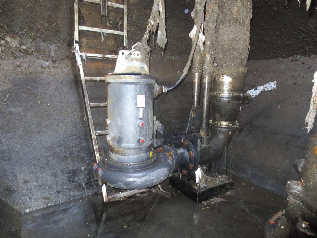Um die Schmutzfrachten besser bewältigen zu können, baute Pumpentechnik Sprenger im Juli 2013 zunächst testweise eine Landia-Tauchmotor-Chopperpumpe ein. Bild: Pumpentechnik Sprenger