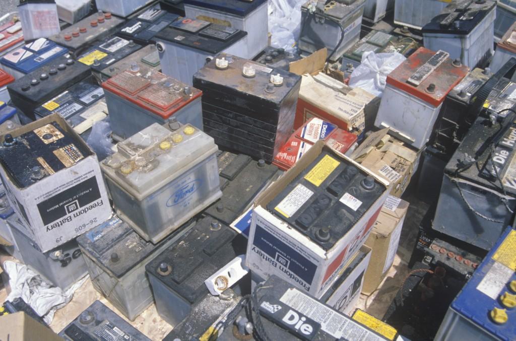 Alte Autobatterien vor dem Recycling. Bild: Starlinger & Co. GmbH