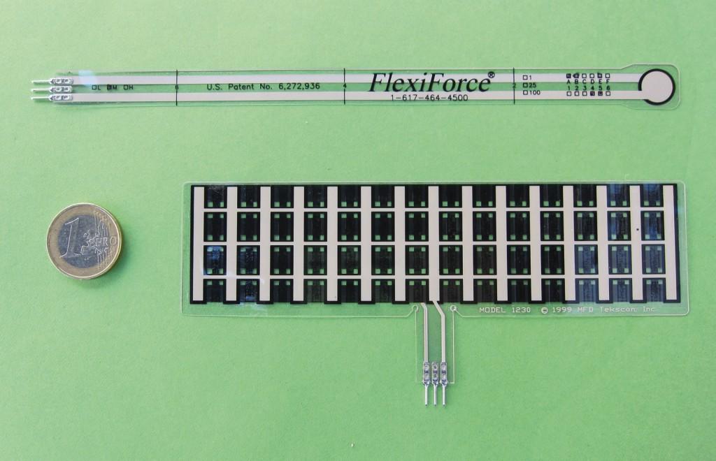 Bild 3 Piezoresistive Foliensensoren. Oben: herkömmlicher Sensor. Unten: kundenspezifische Anfertigung. Quelle: DGUV