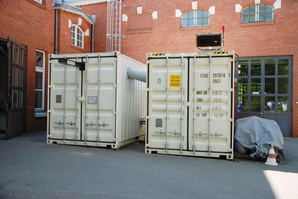 Bild 9 Prüfcontainer (links) und Anlagencontainer (rechts) . Quelle: BAM