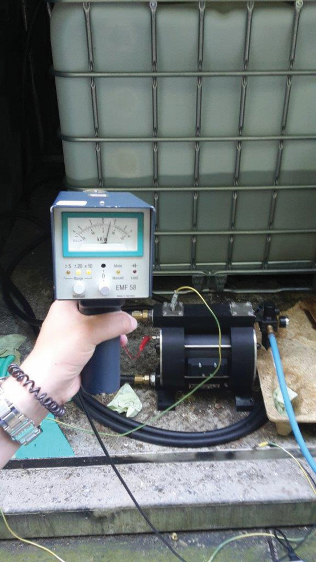 Bild 3 Druckluftmembranpumpe RFML 25 mit Sensor im Praxistest (FLUX GMBH). Quelle: PTB