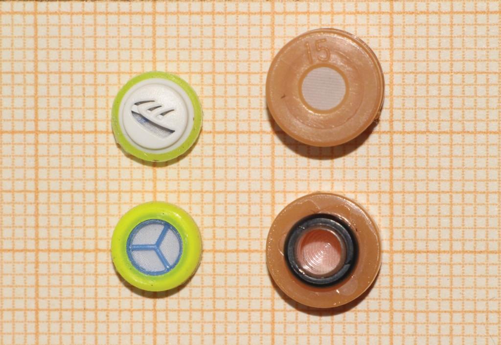 Bild 4 Membranfilter unterschiedlicher Bauformen (oben: Außenansicht, unten: zum Gehörgang gewandte Seite). Quelle: BGHM