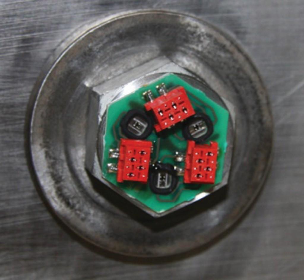 Bild 9 Schraubenkopf mit 3 Si-DMS (A, B, C), mit Leiterkarte auf einem Montageträger. Quelle: CiS Forschungsinstitut für Mikrosensorik GmbH