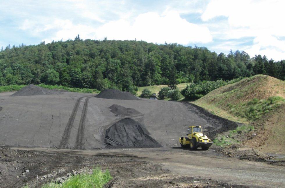 Für deponierten Gießerei-Restsand kann es in Zukunft Recyclinglösungen in der Baustoffherstellung geben. Bild: Peter Schiffard