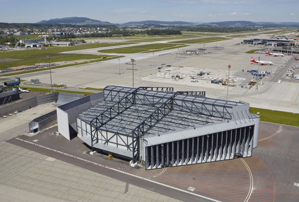 Bild 1 Aufnahme der Zürcher Schallschutzhalle von Südosten. Quelle: Gruner AG/ Flughafen Zürich AG