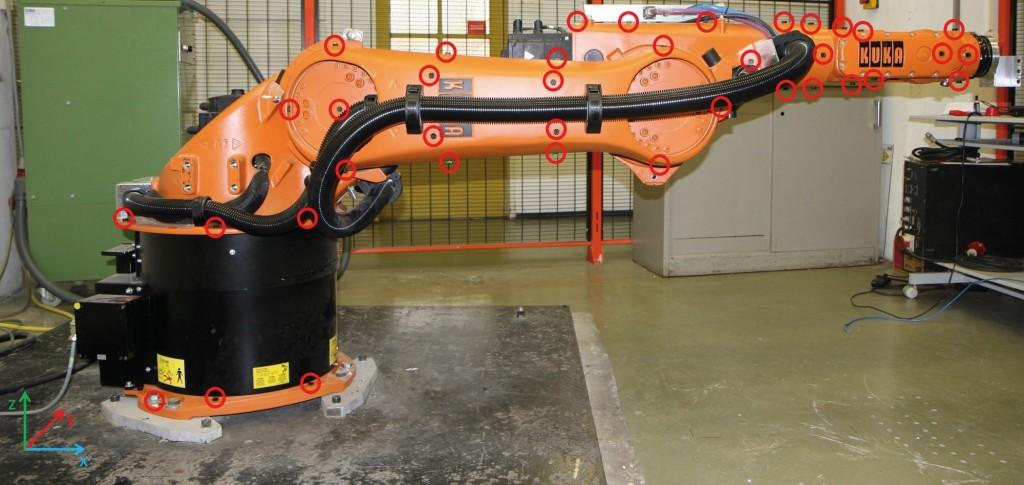 Bild 4. Der untersuchte Roboter in ausgestreckter Pose: Die Schwingungsanfälligkeit ist dann am größten. Bild: ISW, Universität Stuttgart