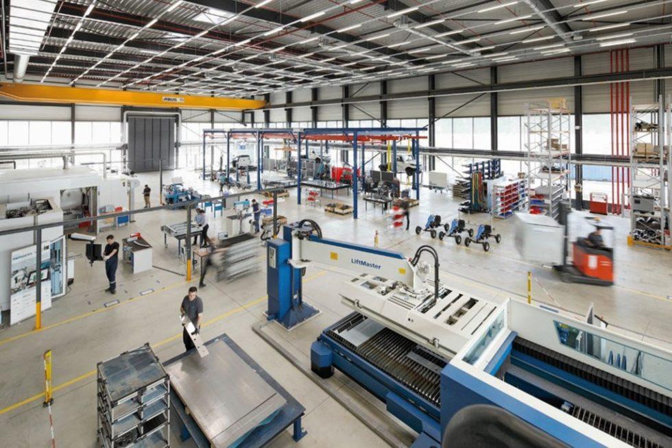 Bild 1. Die Produktionsumgebung der DFA Demonstrationsfabrik ‧Aachen bietet die Möglichkeiten, ‧Lösungen direkt in der Praxis ‧umzusetzen. Bild: WZL