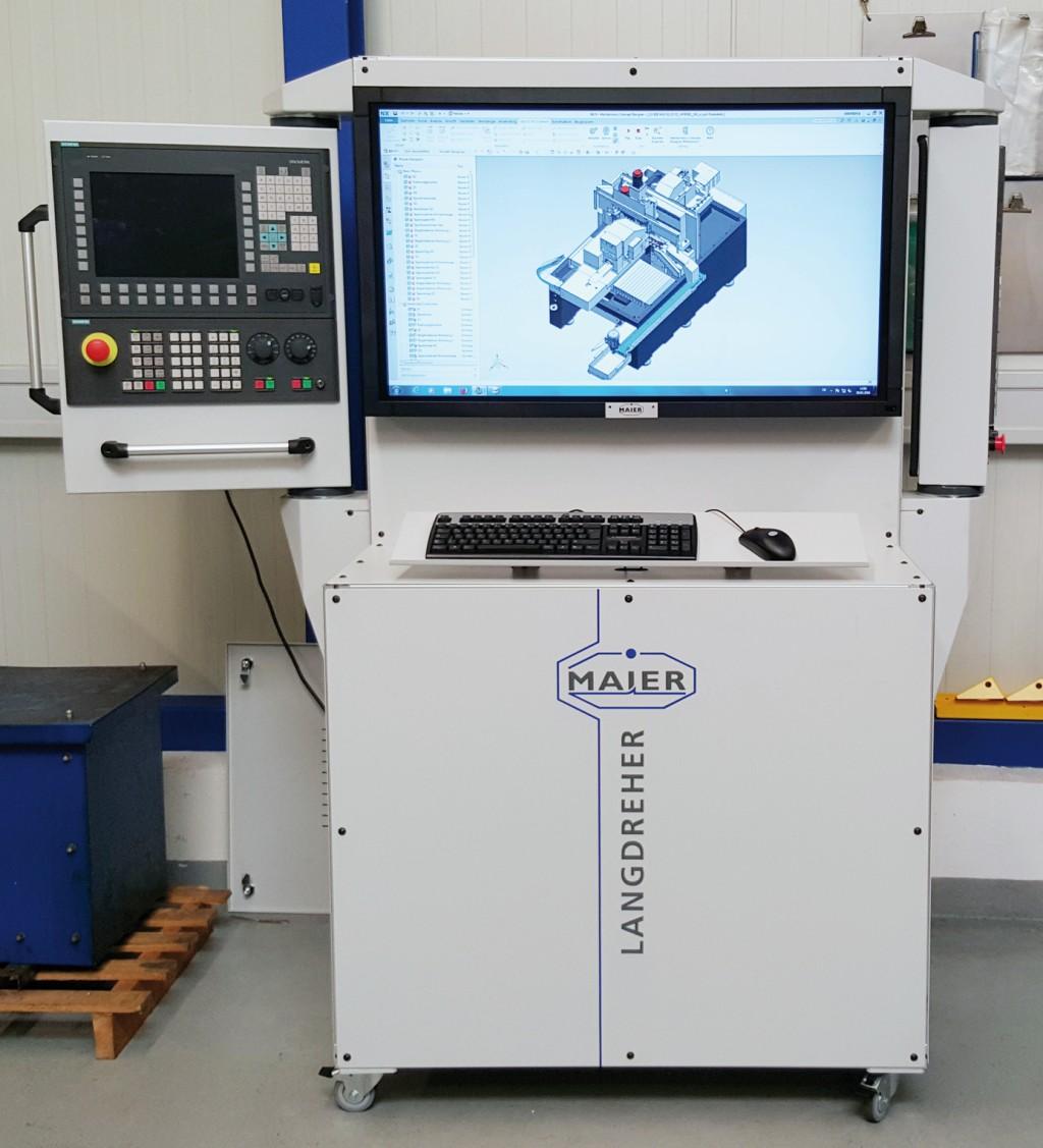"""Bild 2. Bei Maier Werkzeugmaschinen ist unter anderem die Original-CNC """"Sinumerik 840D sl"""" eingebettet, sodass eine """"Hardware-in-the-Loop-Lösung"""" entsteht, die eine realistische virtuelle Inbetriebnahme zulässt. Bild: Siemens / Ramona Riesterer"""
