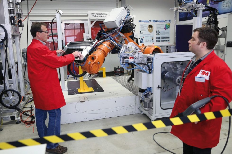 Bild 1. Test im Automotive-Trainings- und Anwendungszentrum in Neuss: Die Versuchseinrichtungen stehen jederzeit auch für Kundenversuche bereit. Bild: 3M