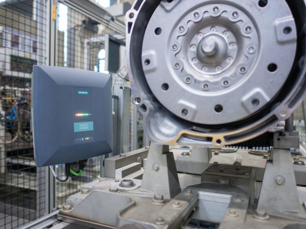 Bild 1. Während der RFID (Radio Frequency Identification )-Einsatz in der Automobil‧industrie schon lange etabliert ist…Bild:Siemens