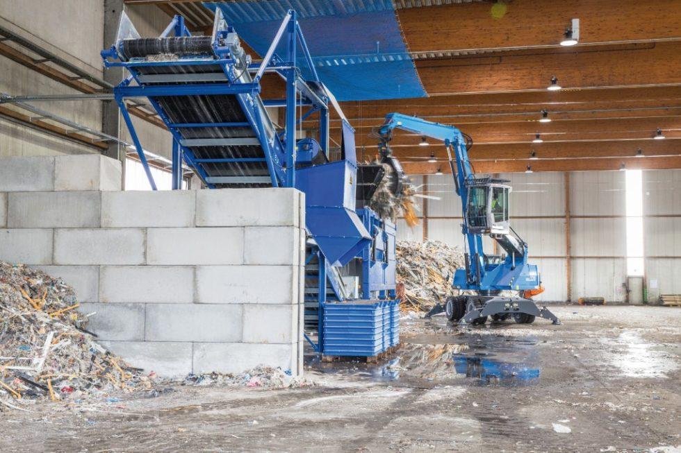 Der Vorschredder der Bremer Firma neocomp wird befüllt. Bild: Nehlsen GmbH &  Co. KG