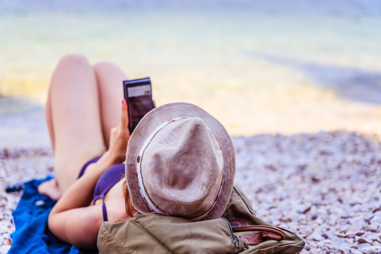 Ein Selfie aus dem Urlaub als Bewerbungsfoto? Auf gar keinen Fall! Foto: panthermedia.net/patrickdaxenbichler
