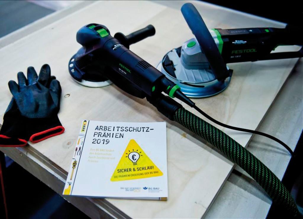 Wer sich über Arbeitsschutzprämien zum staubfreien Arbeiten informieren will, wird hier fündig. Bild: BG Bau