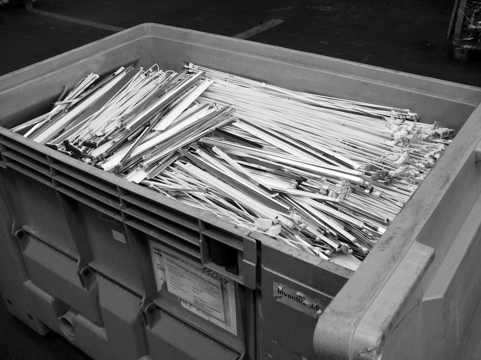 Bild 3. Sammelbehälter für unbeschädigt ausgebaute Röhrchen. Quelle: BGW