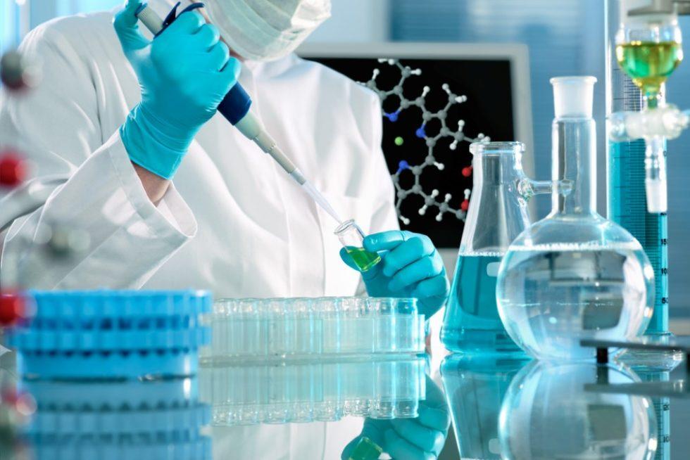 Wissenschaftler arbeiten im Labor Quelle: PantherMedia/alexraths